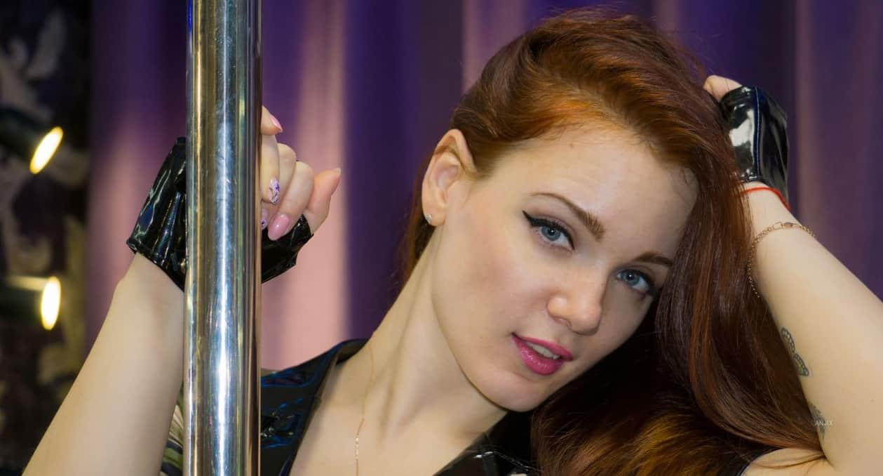 Angela Whity – The Pole Dance Artist Who Knows A Bit About Fetish (Livejasmin)